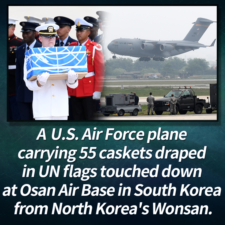 A U.S. Air Force plane carrying 55 caskets draped in UN flags touched down at Osan Air Base in South Korea from North Korea's Wonsan.